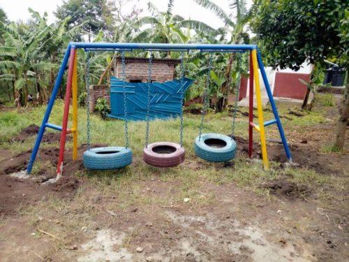 metal framed tyre swings